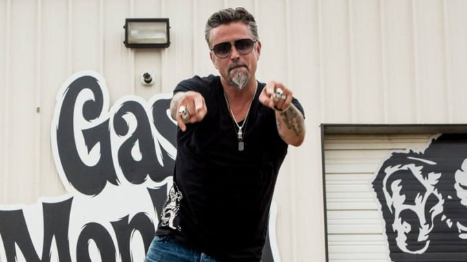 gas monkey garage revs up for a new season of 39 fast n. Black Bedroom Furniture Sets. Home Design Ideas
