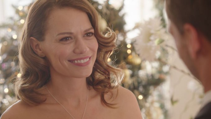 Snowed Inn Christmas.Bethany Joy Lenz Gets A Snowed Inn Christmas On Lifetime