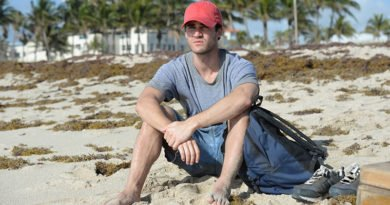 Darren Criss commits 'The Assassination of Gianni Versace'
