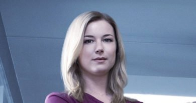 Emily VanCamp takes on the health-care system in 'The Resident'