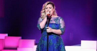 Kelly Clarkson helps other singers find their 'Voice'