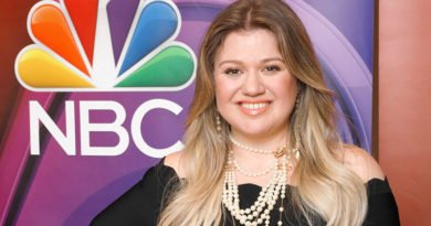 Kelly Clarkson adds her voice to 'The Voice'