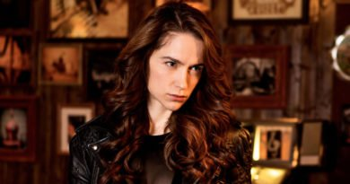 'Wynonna Earp' gives Syfy a third season of supernatural adventure