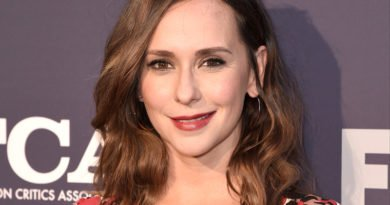 Jennifer Love Hewitt answers the call from '9-1-1'