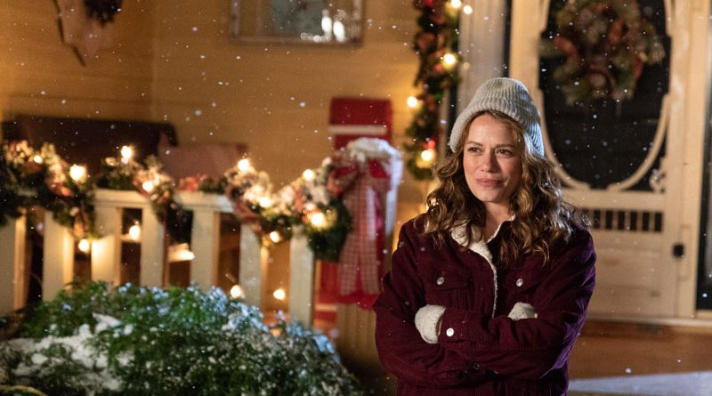 Bethany Joy Lenz joins Lifetime's 'One Tree Hill' holiday parade