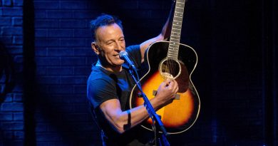 Netflix's 'Springsteen on Broadway' an intimate, revealing performance