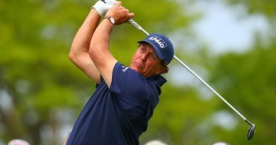 Lefty seeks career Grand Slam at Pebble Beach