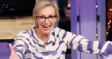 'Hollywood Game Night' keeps playing well for Jane Lynch