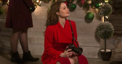 Erica Durance starts the holidays at 'The Christmas Chalet'