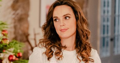 Erin Cahill looks into 'Random Acts of Christmas'