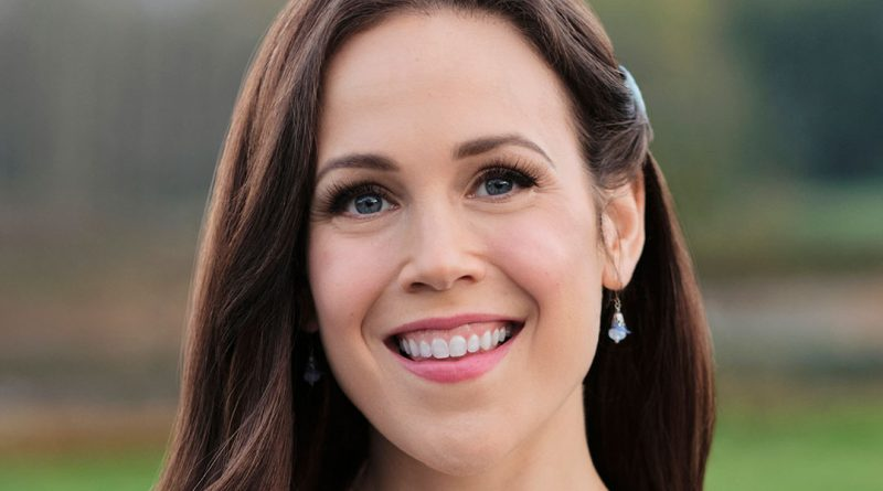 Erin Krakow embraces the heart of 'When Calls the Heart'