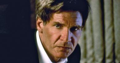 Harrison Ford pilots 'Air Force One' solidly