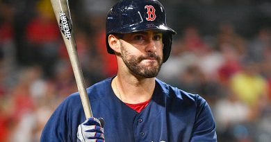 Martinez bounces back big for Red Sox