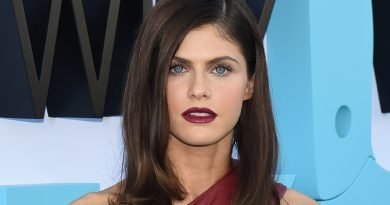 Alexandra Daddario is a guest at 'The White Lotus'