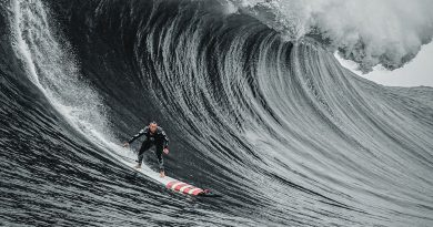 '100 Foot Wave' – A surfer seeks his great white whale